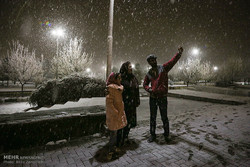 İran'ın Hemedan kentinin karlı gecelerinden kareler