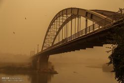 ظاهرة العواصف الترابية في مدينة اهواز جنوبي ايران / صور