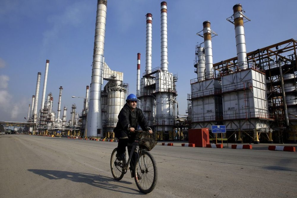 Iranian light crude oil price rises $1.69 per barrel in a week