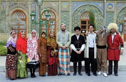 Men and women pose for a photo in Iranian local costumes at Golestan Palace (Photo: Alireza Nasseri)