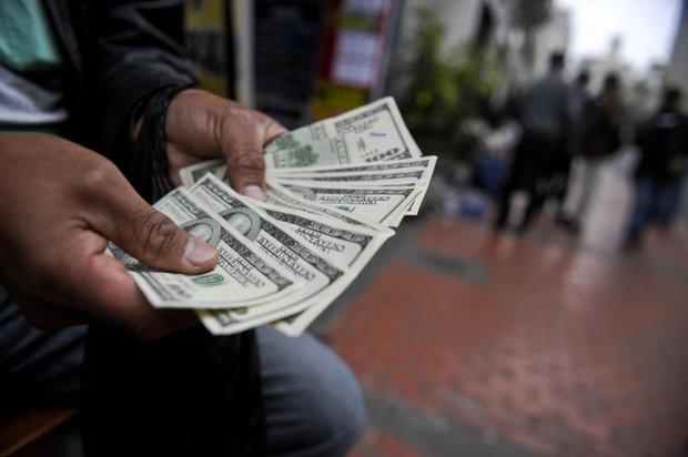 در بازار آزاد تهران؛ یورو 385 تومان ارزان شد/دلار 4655 تومان شد