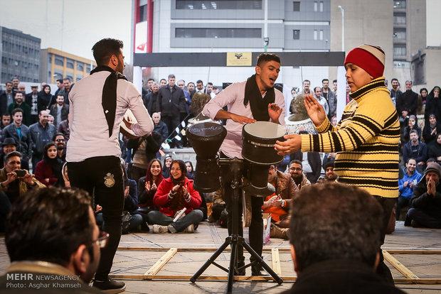 عروض على المكشوف لمسرح الشارع في طهران