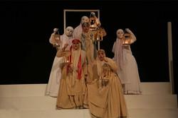 نمایش آواز زنی در گورستان