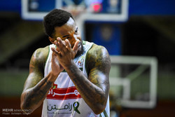 دیدار تیم های بسکتبال مهرام تهران و پتروشیمی بندر امام