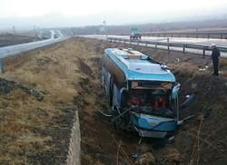 وضعیت مصدومان واژگونی اتوبوس اساتید کشور در جاده ملایر