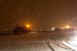 بارش برف در فرودگاه امام