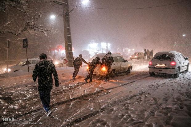 Snowfall and freeze in Karaj