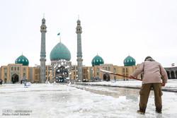 تساقط الثلوج والأمطار بمدينة قم المقدسة / صور