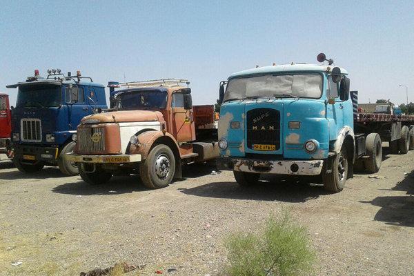 بندر شهیدرجایی.کامیون فرسوده