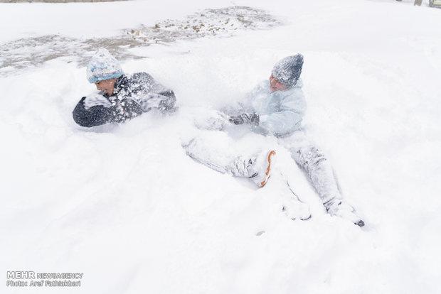 """الثلوج بمدينة """"شهريار"""" غربي محافظة طهران"""