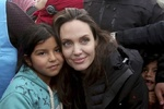 آنجلینا جولی از کمپ پناهندگان سوری بازدید کرد/ سخنانی با سیاسیون