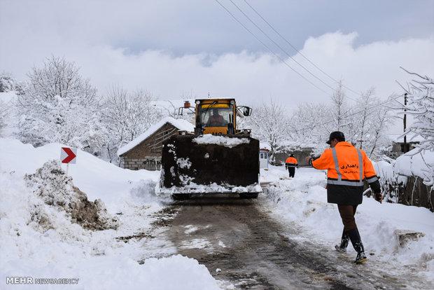 İran'ın caddelerindeki yoğun kar yağışından görüntüler