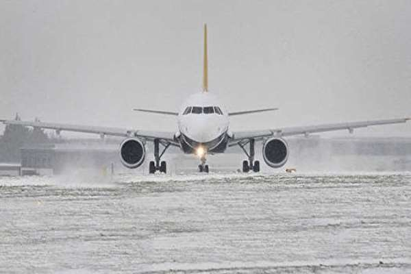 Flights resume in Tehran after heavy snow