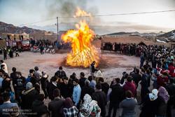"""مراسم عيد """"سده"""" الزرادشتي في محافظة يزد الإيرانية / صور"""