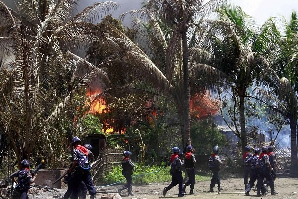 میانمار کی فوج کی بمباری ميں 30 روہنگیا مسلمان جاں بحق