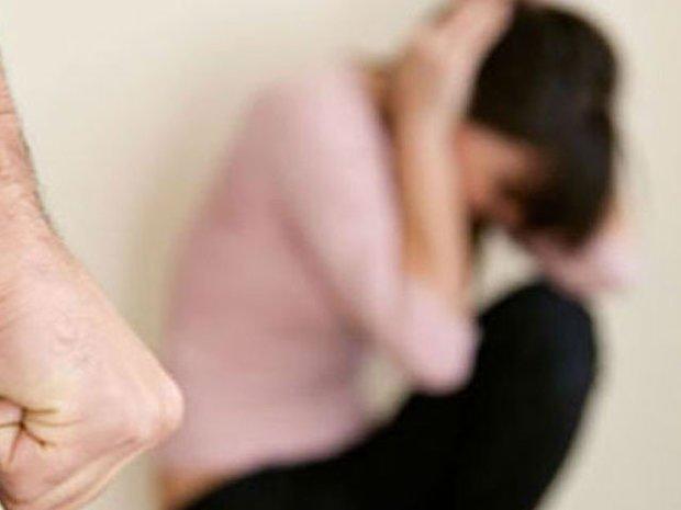 بھارت میں ایک شادی شدہ خاتون پرگاؤں والوں کا تشدد