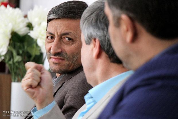 جزئیات پرداخت مستمری به مددجویان/فروش سوهانک و دلخوری وزیر بهداشت