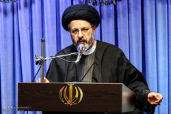 مردم در قالب انجمنهای اسلامی انقلاب را یاری کردهاند