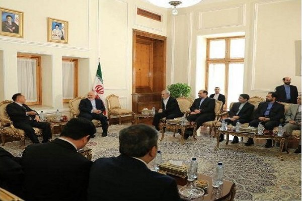 Zarif receives Philippine pres. envoy in Tehran