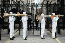 تجمع مخالفان جنگ در مقابل سفارت عربستان در لندن
