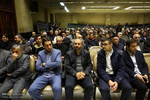 محسن مومنی شریف رئیس حوزه هنری در مراسم ترحیم زنده یاد رضا مقدسی فعال رسانه ای