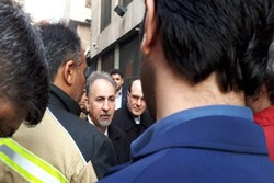 بازدید شهردار تهران از محل آتش سوزی ساختمانی در خیابان ولیعصر