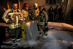 إخماد حريق في معمل تصنيع أدوات بلاستيكية قرب العاصمة طهران