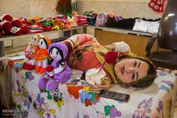 نمایشگاه آثار صنایع دستی از فریبا معصومی معلول هنرمند