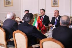 ظريف يلتقي بوزير خارجة تركيا في إيران