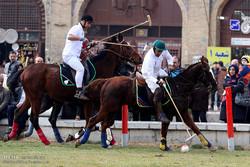 مسابقات نمایشی چوگان در میدان امام اصفهان