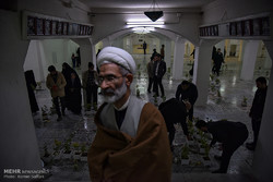 غبار روبی شهدای مدفون در حرم مطهر رضوی