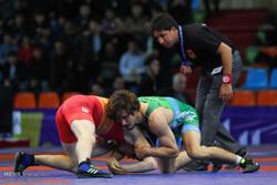 مصارعان إيرانيان يتنافسان على الميدالية الذهبية في بطولة آسيا للمصارعة الحرة