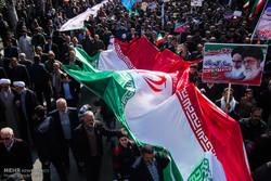 ایستادگی مردم مهم ترین عامل تداوم انقلاب اسلامی است