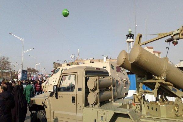 Tahran'daki 11 Şubat yürüyüş töreninde askeri ürünler sergileniyor