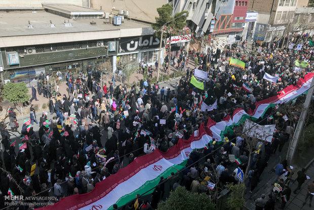 İran'daki 11 Şubat yürüyüşlerinden kareler-1