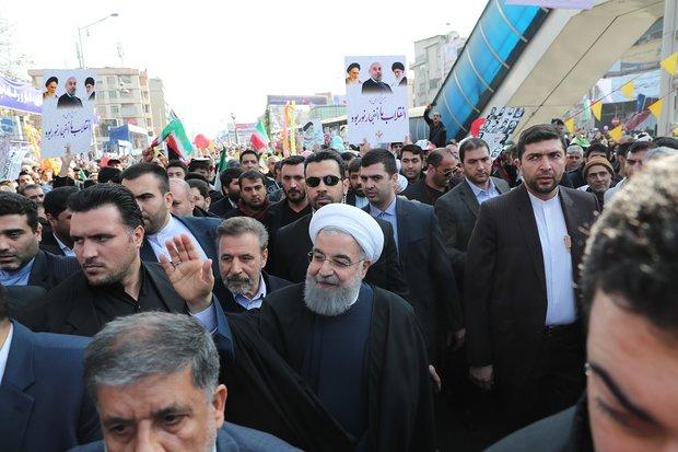 صدر حسن روحانی کی تہران کی عظیم ریلی میں شرکت