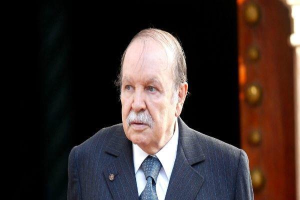 الرئيس الجزائري يهنئ نظيره الإيراني بمناسبة ذكرى انتصار الثورة الإسلامية