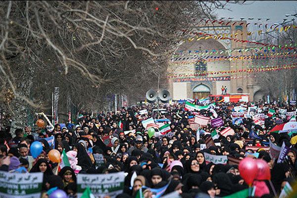 مسیرهای راهپیمایی در قزوین گلباران شد