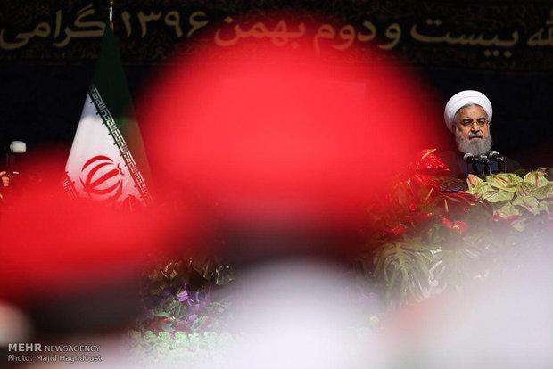 Ruhani Tahran'daki 11 Şubat yürüyüş törenine katıldı