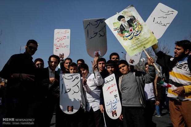 راهپیمایی تماشایی بیست و دوم بهمن - 3