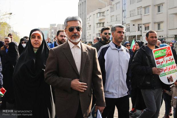 امیر دریادار سیاری در راهپیمایی تماشایی بیست و دوم بهمن
