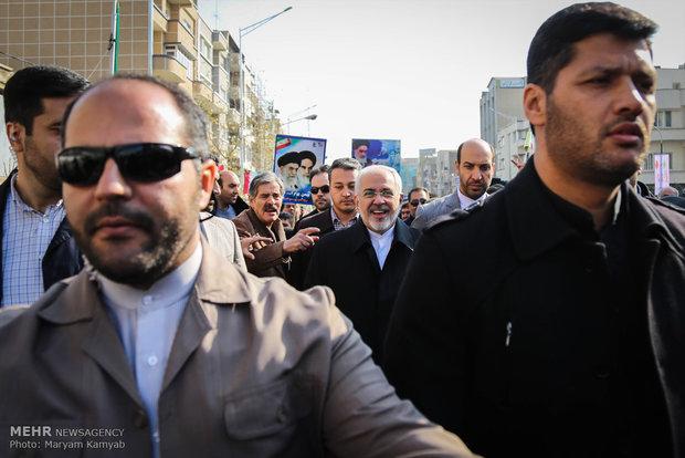 محمدجواد ظریف وزیر امور خارجه در راهپیمایی تماشایی بیست و دوم بهمن