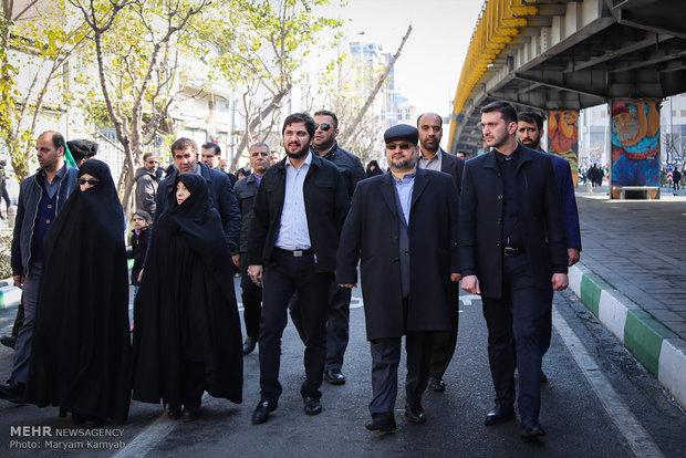 محمد شریعتمداری وزیر صنعت و معدن و تجارت در راهپیمایی تماشایی بیست و دوم بهمن