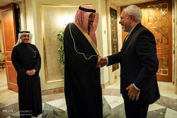 Zarif holds talks with Kuwaiti counterpart