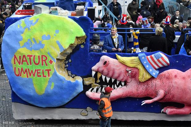 """Almanya'da """"eleştiri amaçlı"""" sokak karnavalı"""