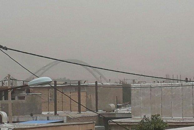 نفوذ گرد و غبار به استان کرمانشاه و رگبار باران