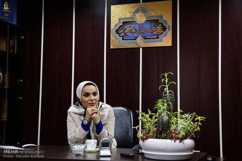 2716164 - اولین زن استنداپ کمدین ایران کیست؟ همراه با عکس