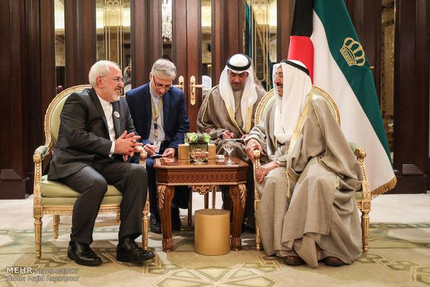 Zarif meets Emir of Kuwait in Kuwait City