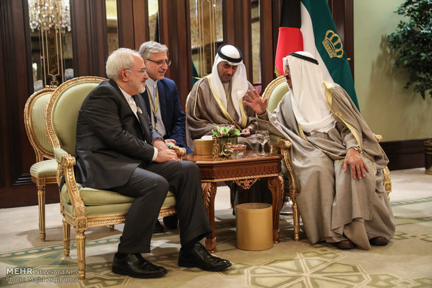 Zarif meets Emir of Kuwait in Kuwait City