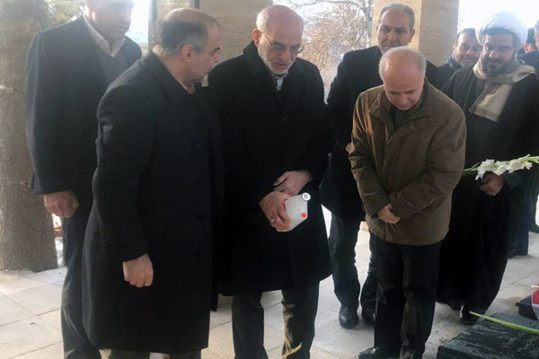 استاندار تهران به مقام شامخ شهدای دماوند ادای احترام کرد ,